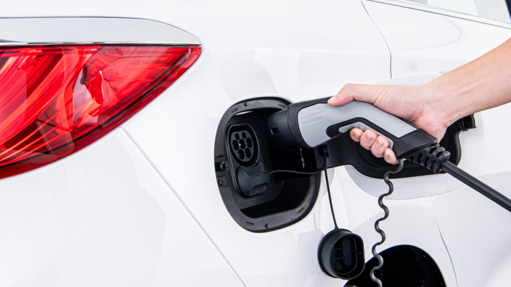 4 Ways to Extend Your EV's Battery Life